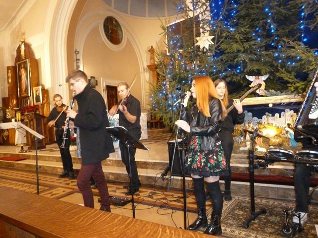 5 stycznia 2020 r. Folkrose śpiewał kolędy dla Hospicjum/GALERIA